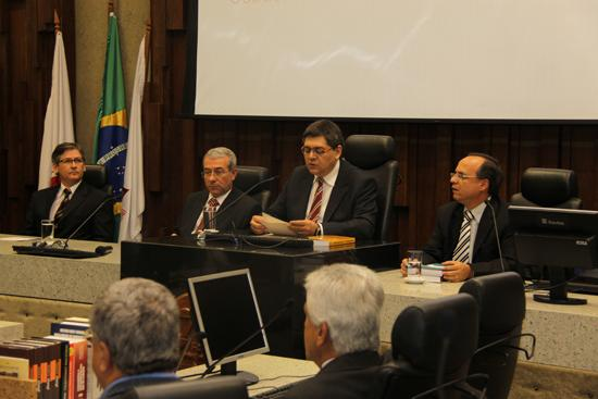 Desembargador Sebastião Geraldo de Oliveira lança livro sobre proteção à saúde do trabalhador (imagem 1)