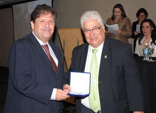 Presidente recebe Comenda no III Congresso Ibero-americano sobre Cooperação Judicial (imagem 1)