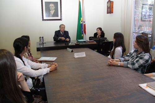 Estudantes de Direito de Divinópolis visitam Justiça do Trabalho (imagem 1)