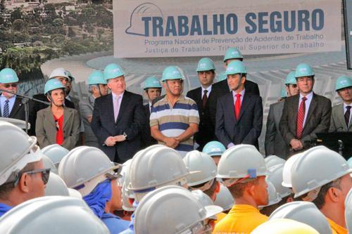 Ato Público no Mineirão reúne 2,5 mil operários (imagem 1)