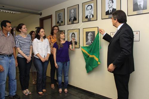 Escola Judicial inaugura retrato do desembargador Luiz Otávio Linhares Renault na galeria de ex-diretores (imagem 1)