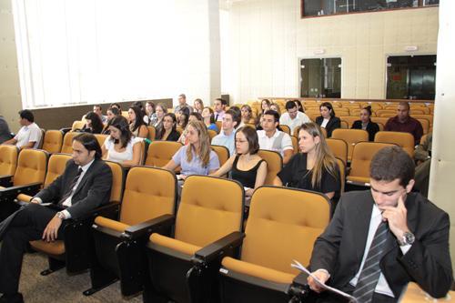 Estudantes de Direito de Divinópolis visitam Justiça do Trabalho (imagem 2)