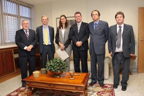 Diretor jurídico do Grupo ArcelorMittal visita TRT-MG (imagem 1)