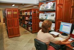 CLT e Cartilha de Acessibilidade impressas em Braile na biblioteca do TRT-MG (imagem 1)