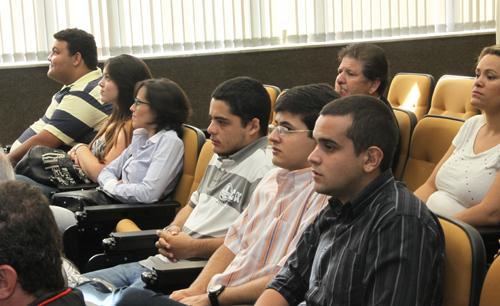 Visita de estudantes da PUC ao TRT busca integração de teoria e prática para a formação (imagem 2)