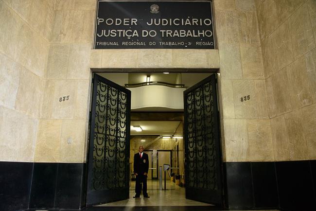 Presidente do TRT visita Plenário onde será realizada prova oral de candidatos a juiz e defende preservação do acervo histórico (imagem 1)