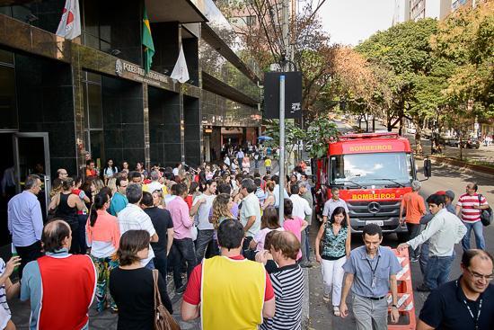 Simulação de incêndio consegue evacuar prédio da Augusto de Lima em 12 minutos (imagem 2)