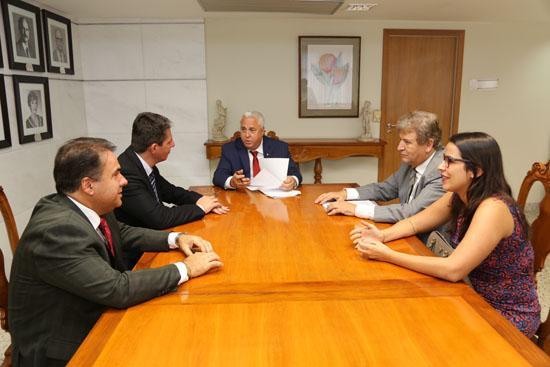 Representantes de sindicato de empresas de transporte coletivo visitam TRT-MG (imagem 1)