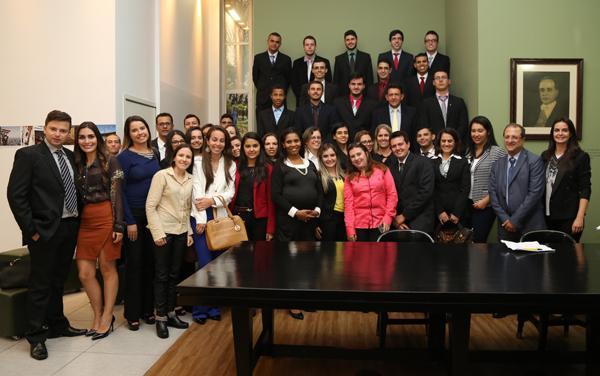 Alunos da Fundação Educacional Guaxupé visitam TRT3 (imagem 1)