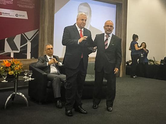 Presidente do TRT3 recebe Medalha do Mérito do Transporte Rodoviário de Carga Mineiro (imagem 1)