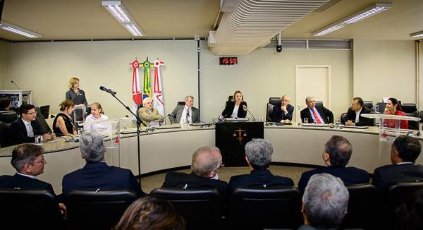 Tomam posse 43 juízes da JT-MG removidos (imagem 1)