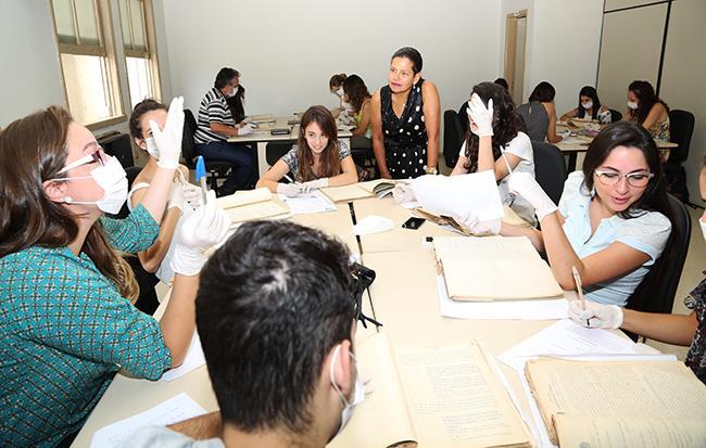 Laboratório propicia contato de estudantes com processos históricos (imagem 1)