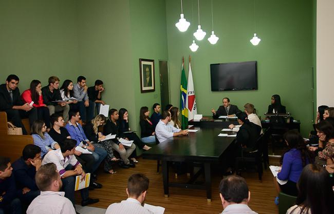 Alunos de Direito de Divinópolis visitam o TRT pelo Programa Justiça e Cidadania (imagem 1)