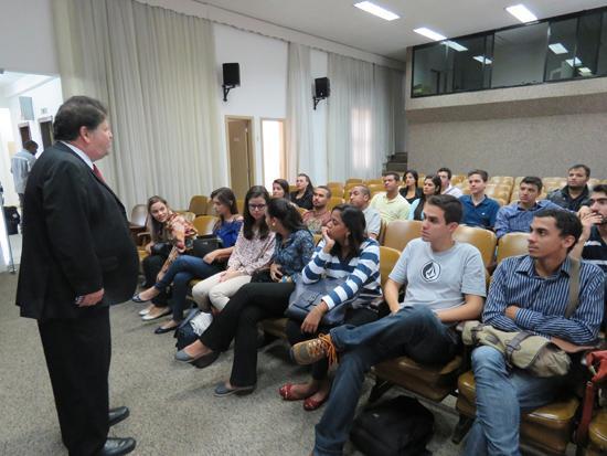 Alunos da PUC participam de atividades no Laboratório de Atividades Judiciais no Centro de Memória (imagem 2)