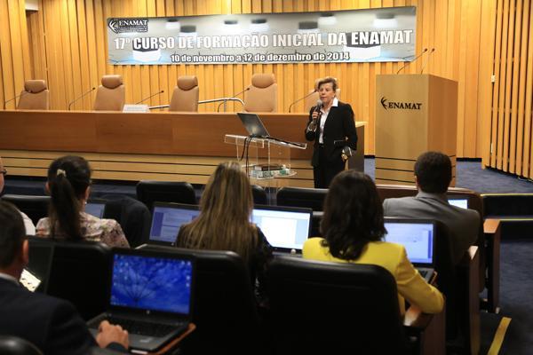 Juíza do TRT-MG aborda preservação de documentos históricos em curso da Enamat (imagem 1)