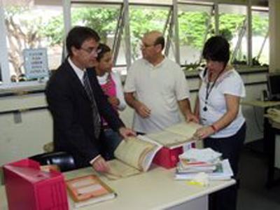 Membros da Escola Judicial visitam Arquivo-Geral do TRT (imagem 1)