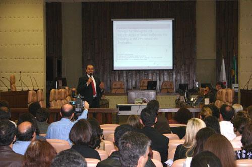 Palestra aborda o impacto das novas tecnologias no Direito (imagem 1)