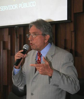 Leis & Letras lança obras de três juristas do TRT-MG com palestra do Prof. Antônio Álvares (imagem 4)